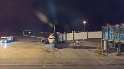 самолет из кольцово уральские авиалини посадка трап